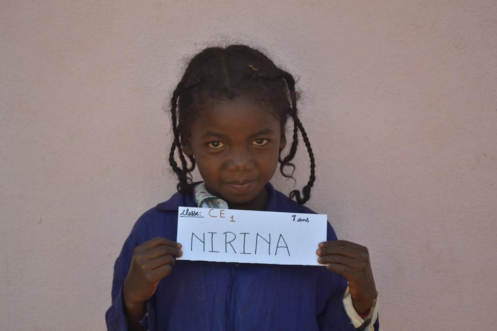 Evelyne- Nirina CE1, née en 2007, parrainée par Liria. Année scolaire 2015-2016