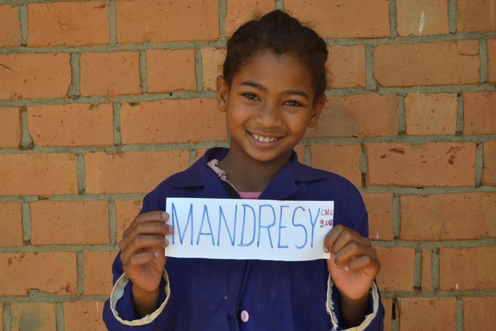 Tsaratiana Mandresy, CM2, née en 2006 Parrainée par Valérie. Année scolaire2015-2016