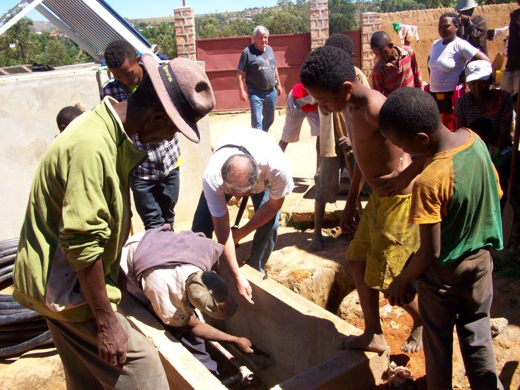 ESF au travail aidé par la population