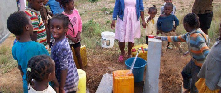 Arrivée de l'eau courante à l'école et autour